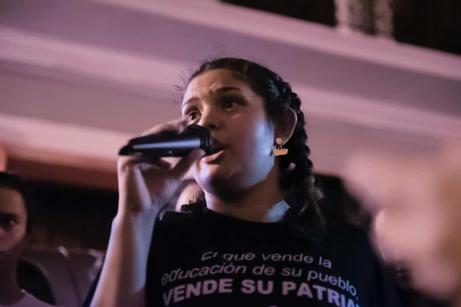 Protestan frente a Fortaleza en contra de los recortes a la UPR
